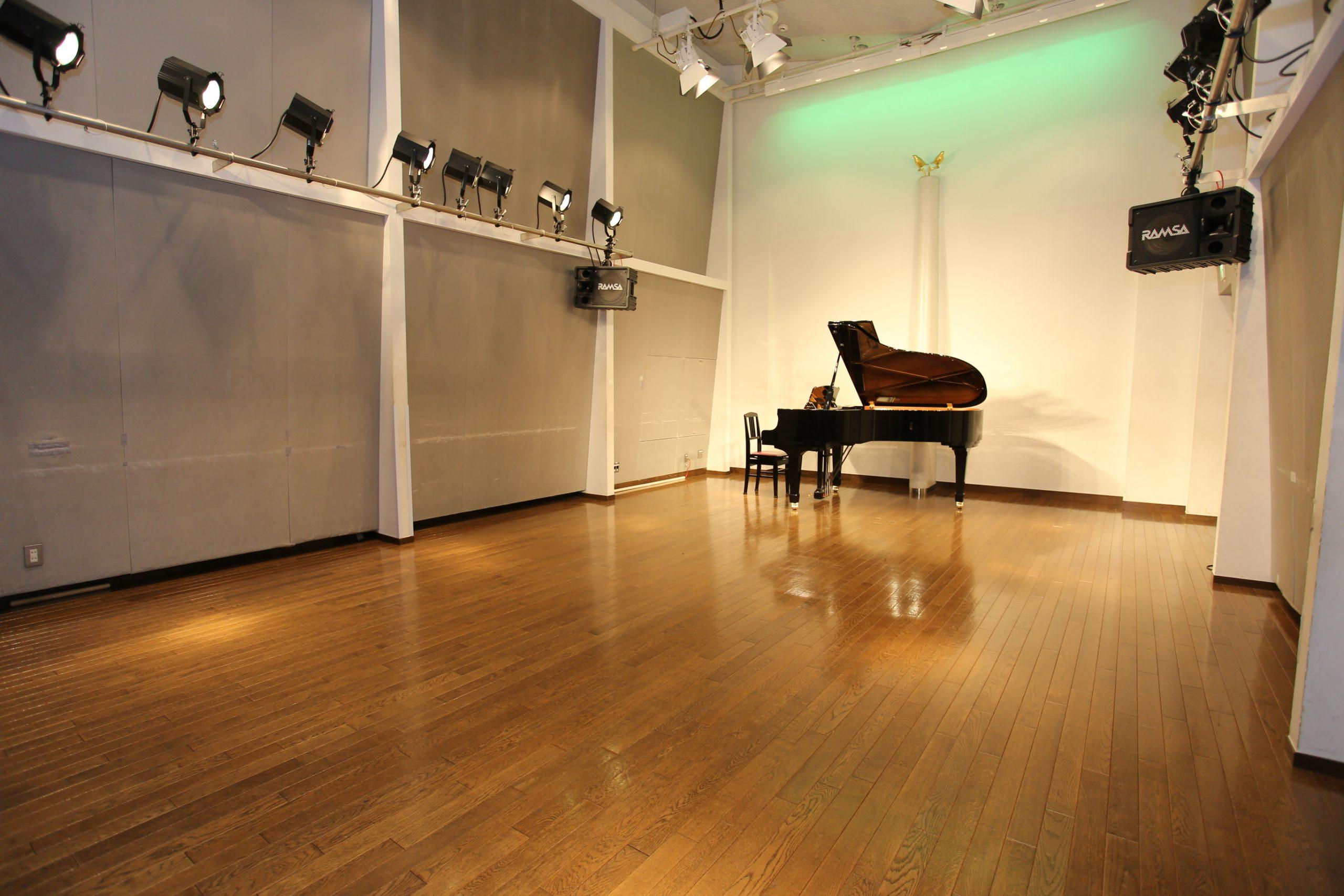 音楽ルームピアノ有り全景写真